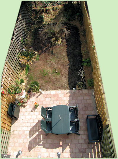 Een bovenaanzicht van de veranderde tuin.