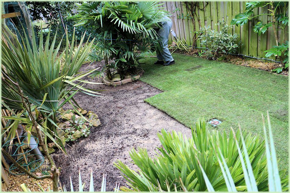 Het leggen van graszoden